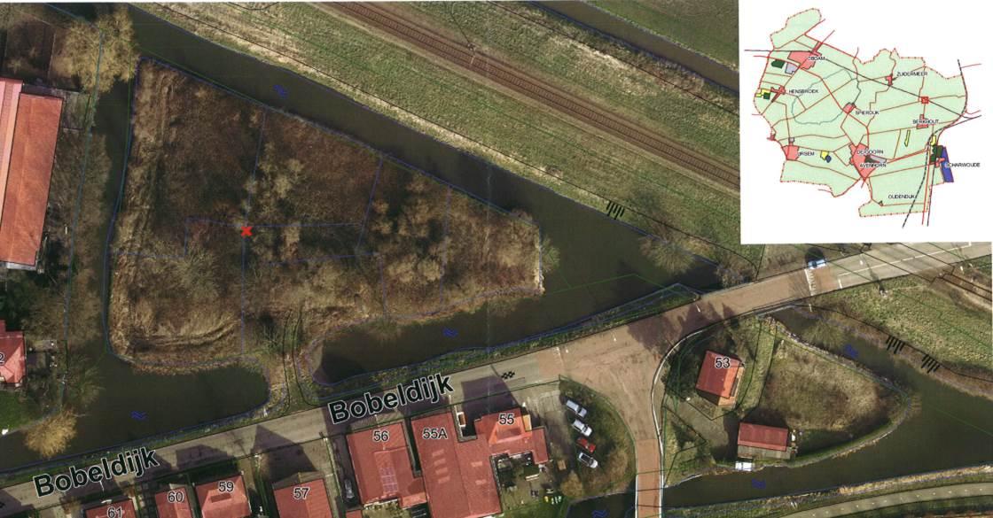 Afbeelding van de locatie van het stuk grond nabij de spoorwegovergang in Bobeldijk, tegenover Bobeldijk 57